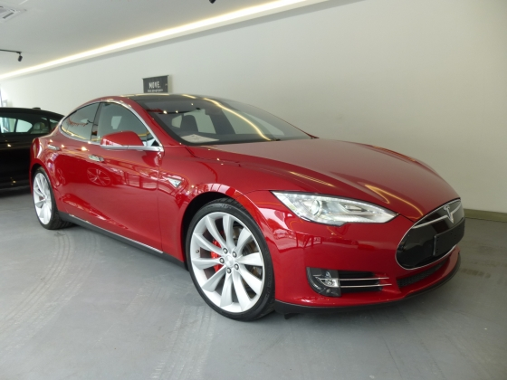 2015 TESLA MODEL S P85D Fully Electronic Car. HIGHEST Grade CAR. Price NEGOTIABLE. P90D