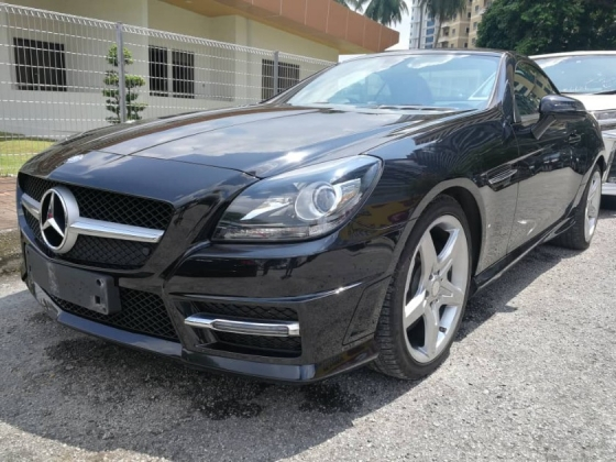 2015 MERCEDES-BENZ SLK 200 AMG (Panaromic Roof) Unreg