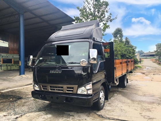 2019 ISUZU NPR72 ( 17 KAKI & BDM 7500 & BLACK SERIES GRADE A LORRY & LOADED WITH CHROME & UNIQUE PAINT & NEW KARGO BODY WITH NEW METAL PLATE & NEW TYRE)