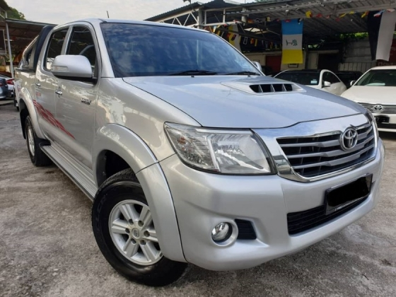 2014 TOYOTA HILUX DOUBLE CAB 2.5G (AT) 4X4 FACELIFT BLACK INTERIOR