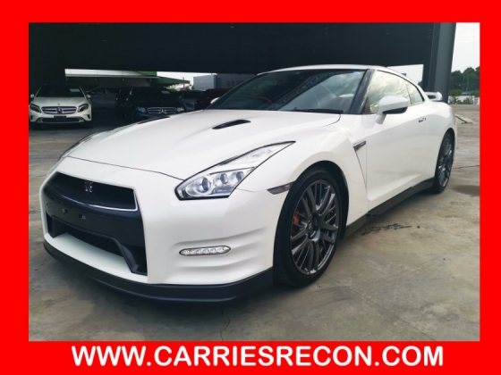 2015 NISSAN GT-R GT-R PREMIUM EDITION - RED LEATHER/BOSE SYSTEM/LOW MILEAGE - UNREG