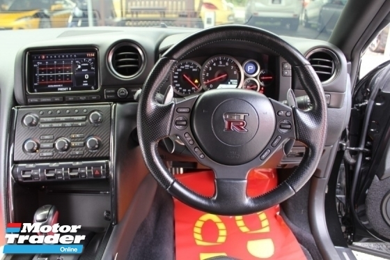 2011 NISSAN GT-R Nissan GT-R SKYLINE 3.8 GTR R35 AKRAPOVIC F/LOADED