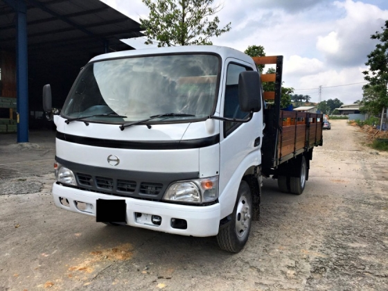 2004 HINO WU410RHKMMS3  (14 KAKI & BDM 5000 & NEW KARGO BODY WITH NEW METAL PLATE & ROAD TAX HALF PRICE)