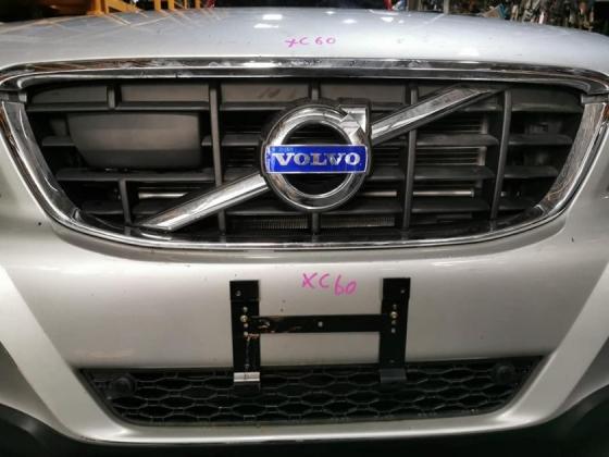 VOLVO XC60 2.0 PETROL TURBO HALF CUT AND REAR CUT Half-cut