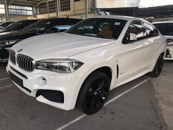2015 BMW X6 M Sport xDrive 3.0 Twin-Turbocharged Pre-Crash 360 Surround Camera HUD Head Up Display Harman Kardon Premium Sun Roof Memory Bucket Seat Paddle Shift Intelligent Bi-LED Power Boot Bluetooth Connectivity Sport PLUS Drive Select Unreg