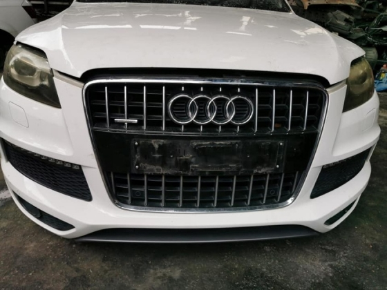 AUDI Q7 3.0 CJT FACELIFT SUPER CHARGES HALF CUT AND REAR CUT Half-cut