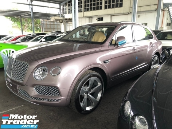2018 BENTLEY BENTAYGA V8 4.0 Twin-Turbocharged 550hp 4.4s 0-100Km/h Panoramic Roof 360 Surround Camera Dynamic All Terrain Drive Mode Breitling Analogue Suspension Lift Damping Control Full-LED Hi Beam Memory Ventilation Seat Power Boot Unreg