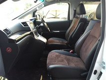 2012 TOYOTA ALPHARD 2.4 Type Gold S Edition New Facelift Automatic Power Boot Moon Roof Sun Roof 2 Power Doors 7 Seat 2Tone Alcantara Suede Leather Bi Xenon  Full Body Kit Keyless Entry Push Start Button 9 Air Bags 1 Year Warranty Unreg