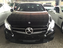 2014 MERCEDES-BENZ A-CLASS A180 CGi Turbocharge 7GDCT 7Speed Distronic Radar Sensor Bucket Seat Multi Function Paddle Shift Steering Parktronic Assist with Reverse Camera Bluetooth Connectivity Dual Zone Climate Control Auto Cruise Control 1 Year Warranty Unreg