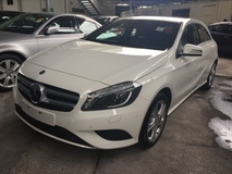 2013 MERCEDES-BENZ A-CLASS A180 CGi Turbocharge 7GDCT Distronic Plus Bucket Seat Multi Function Paddle Shift Bluetooth Connect