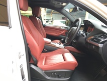 2014 BMW X6 xDrive 40d 3.0 Twin Turbocharge 8Speed Transmission 3 Surround Camera Sun Roof Automatic Power Boot Memory Seat Multi Function Paddle Shift Steering Bluetooth Connectivity Xenon Light Side Step Dual Climate Control Auto Cruise Control 1 Year Warranty