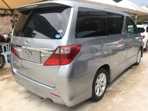 2013 TOYOTA ALPHARD 2.4 S Edition Sport Package 2 Power Door Smart Entry Xenon Light Front Reverse Camera 9 Air Bags
