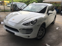 2013 PORSCHE CAYENNE 3.0 Turbocharged 8Speed PDK DualClutch Transmission Sport Mode PCM Automatic Power Boot Multi Ways Memory Bucket Seats Multi Function Paddle Shift Steering Bi Xenon Light Daytime LED Zone Climate Control Auto Cruise Control Bluetooth 1 Year Warranty