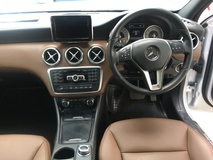 2014 MERCEDES-BENZ A-CLASS A180 CGi Turbocharge 7GDCT Distronic Radar 2 Memory Power Bucket Seat Multi Function Paddle Shift Steering Parktronic Assist with Reverse Camera Bluetooth Connectivity Dual Zone Climate Control Auto Cruise Control 1 Year Warranty Unreg