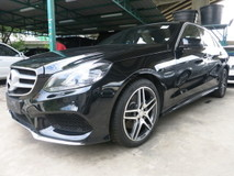 2014 MERCEDES-BENZ E-CLASS E200 2.0 7 TRONIC AMG EDITION ELECTRIC SEATS BI XENON LED HEADLAMPS DAYTIME LED SYSTEM AMG BUCKET HALF LEATHER SEATS 18 INCH AMG ALLOY WHEELS 1 YEAR GMR WARRANTY LOCAL AP MULTI FUNCTION STEERING PADDLE SHIFT BLUETOOTH ADJUSTABLE SIDE MIRROR