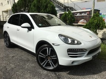 2012 PORSCHE CAYENNE 3.0 Diesel Turbo ( PASM PCM Panoramic Roof Memory Seats )