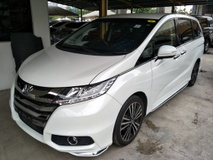 2013 HONDA ODYSSEY 2.4 RC1 ABSOLUTE WHITE EDITION 2 POWER DOOR ELECTRIC SEMI LEATHER SEATS 7 SEATER PUSH START KEYLESS SMART ENTRY ECO MODE REVERSE CAMERA MULTI FUNCTION STEERING  WITH PADDLE SHIFT BI XENON HEADLAMPS FREE 1 YEAR GMR WARRANTY LOCAL AP