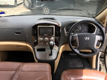 2016 HYUNDAI STAREX LOW MILEAGE FLON ROYALE