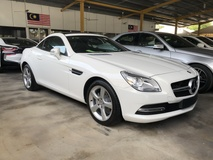 2014 MERCEDES-BENZ SLK SLK200 Avantgarde & AMG Sport 7G-Tronic Turbocharged Panoramic Roof Bucket Seat Multi Function Paddle Shift Steering Daytime LED Dual Zone Climate Control Auto Cruise Control Bluetooth Connectivity Unreg