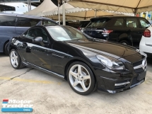 2015 MERCEDES-BENZ SLK SLK200 AMG Edition Turbocharged 7G-Tronic Panoramic Roof Multi Function Paddle Shift Steering Bucket Seat Dual Zone Climate Control Auto Cruise Control Bluetooth® Connectivity Unreg