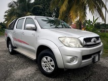 2011 TOYOTA HILUX DOUBLE CAB 2.5G (AT)