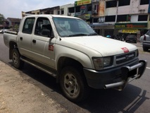 2002 TOYOTA HILUX DOUBLE CAB 2.8 (M) VERY GOOD CONDITION