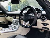 2010 MERCEDES-BENZ SLS AMG 63 6.2 V8 WITH MANY EXTRAS