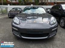 2013 PORSCHE PANAMERA Porsche Panamera 4S 3.0 V6. Wit sports chrono
