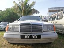 1988 MERCEDES-BENZ E-CLASS E200
