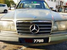1991 MERCEDES-BENZ E-CLASS E220