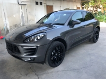 2014 PORSCHE MACAN S 3.0 V6 Twin-Turbocharged 340hp Porsche Doppelkupplung Carbon Interior 2 Memory Bucket Seats Bi Xenon Light Paddle Shift 6 Piston Aluminum Monobloc Sport Mode Automatic Power Boot Unreg