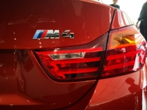 2015 BMW M4 3.0 DCT COUPE Sakhir Orange Metallic