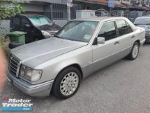 1993 MERCEDES-BENZ E-CLASS E280
