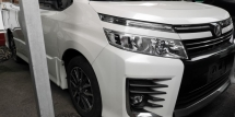 2015 TOYOTA VOXY ZS 2.0 / 7 SEATER / 2 PWR DOOR / READY STOCK NO NEED WAIT