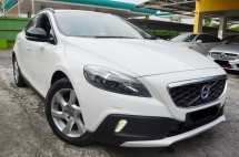 2015 VOLVO V40 2.0 T5 CROSS COUNTRY 51K KM FULL SERVICE RECORD