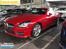 2015 MERCEDES-BENZ SLK SLK200 AMG Sport Chrono Turbocharged 7G-Tronic Panoramic Roof Multi Function Paddle Shift Steering Bucket Seat Dual Zone Climate Control Auto Cruise Control Bluetooth® Connectivity Unreg