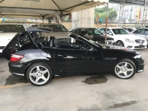 2015 MERCEDES-BENZ SLK SLK200 AMG Turbocharged 7G-Tronic Panoramic Roof Multi Function Paddle Shift Steering Bucket Seat Dual Zone Climate Control Auto Cruise Control Bluetooth® Connectivity Unreg
