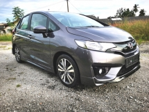 2016 HONDA JAZZ 1.5 V SPEC / PUSH START / KEYLESS ENTRY / FULL SERVICE RECORD HONDA / STILL UNDER WARRANTY / LOW MILEAGE / ORIGINAL CONDITION / LOW DOWN PAYMENT