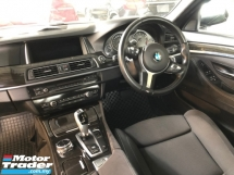 2015 BMW 5 SERIES 520i 523i M Sport 2.0 Twin-Turbo Pre-Crash Lane Departure Assist Memory Seat Sport PLUS/Eco Pro Drive Select Multi Function Paddle Shift Bi-Xenon Smart Entry Reverse Camera Bluetooth Connectivity Unreg