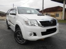 2015 TOYOTA HILUX DOUBLE CAB 2.5G (AT)  GOOD CONDITION LOW MLEAGE LIKE NEW ACCIDENT FREE AND 1 CAREFUL OWNER