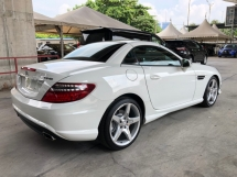 2015 MERCEDES-BENZ SLK SLK200 AMG 2.0 Turbo 9G-Tronic Panoramic Roof Bucket Seat Multi Function Paddle Shift Steering Daytime LED Zone Climate Auto Cruise Control Bluetooth® Connectivity Unreg