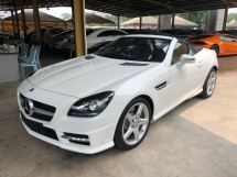 2015 MERCEDES-BENZ SLK SLK200 AMG Turbo Chrono Sport 7G-Tronic Panoramic Glass Roof Multi Function Paddle Shift Steering Bucket Seat Dual Zone Climate Control Auto Cruise Control Bluetooth® Connectivity Unreg