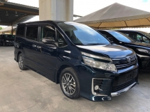 2015 TOYOTA VOXY 2.0 ZS Kirameki Edition 7 Seat 2-One Touch Power Doors Smart Entry Push Start Button Bi-Xenon Lights Dual Zone Climate Control Reverse Camera Engine Start-Stop Eco-Drive Unreg