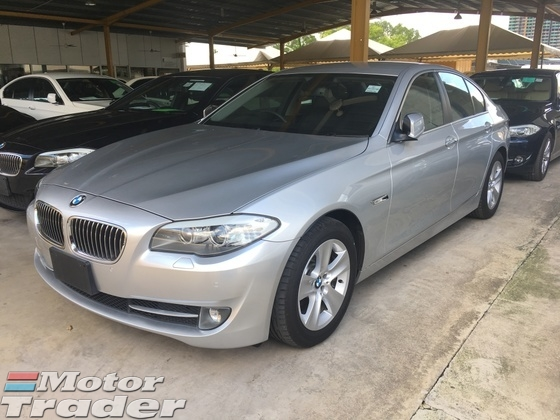 2012 BMW 5 SERIES 528i 2.0 Twin Power Turbo 245h 8Speed Memory Leather Seat Keyless Smart Entry Push Start Button Xenon LED iDrive Sport Plus Comfort Eco Pro Auto Telescopic Multi Function Steering Roller Blind Reverse Camera Bluetooth Connectivity 1 Year Warranty Unreg