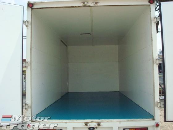 2013 HINO W302 13FEET BOX