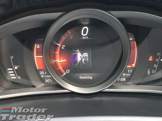 2017 VOLVO V40 2.0