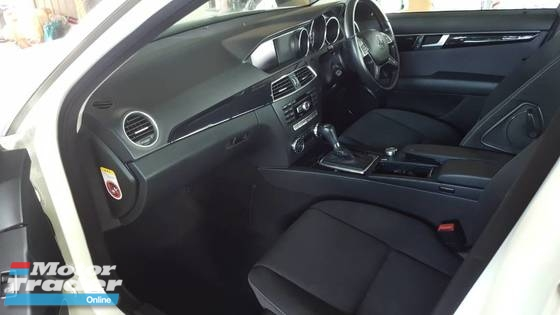 2011 MERCEDES-BENZ C-CLASS C200 - ONE OWNER - LIKE NEW CAR!
