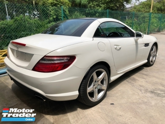 2015 MERCEDES-BENZ SLK SLK200 AMG Edition Turbocharged 7G-Tronic Panoramic Roof Multi Function Paddle Shift Steering Bucket Seat Zone Climate Control Auto Cruise Control Bluetooth Connectivity Unreg