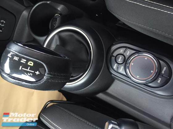 2015 MINI Cooper S 2015 Mini Cooper S 2.0 Turbo (2 doors) UNREG FR 1 YR WRTY- CHAN