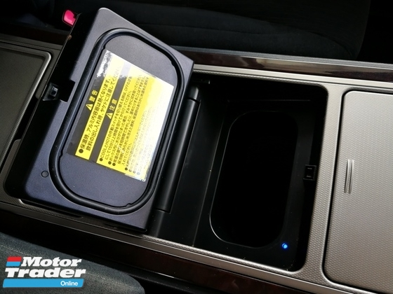 2012 TOYOTA VELLFIRE 2.4Z PLATINUM SELECTION II With COOLBOX (Serdang Raya Auto City Lot 8 )